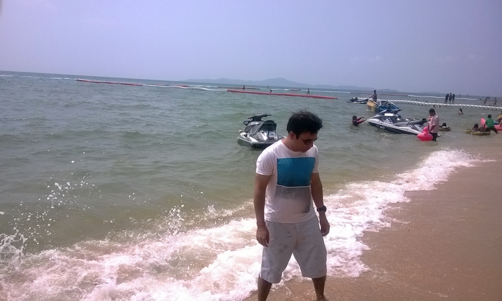 Walking on Jomtien Beach, Pattaya : Thailand (Mar'14) 6