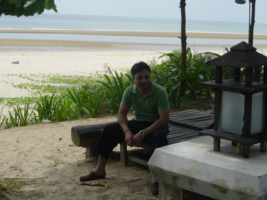 Walking in Hua Hin : Thailand (July'06) 15