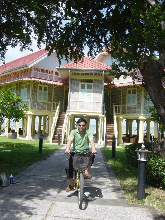 Walking in Hua Hin : Thailand (July'06) 4