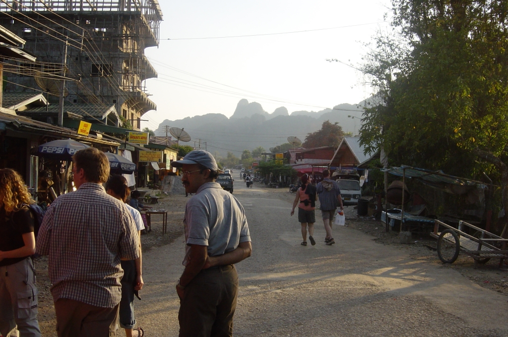 Walking in Vang Vieng : Laos (Dec'04) 12