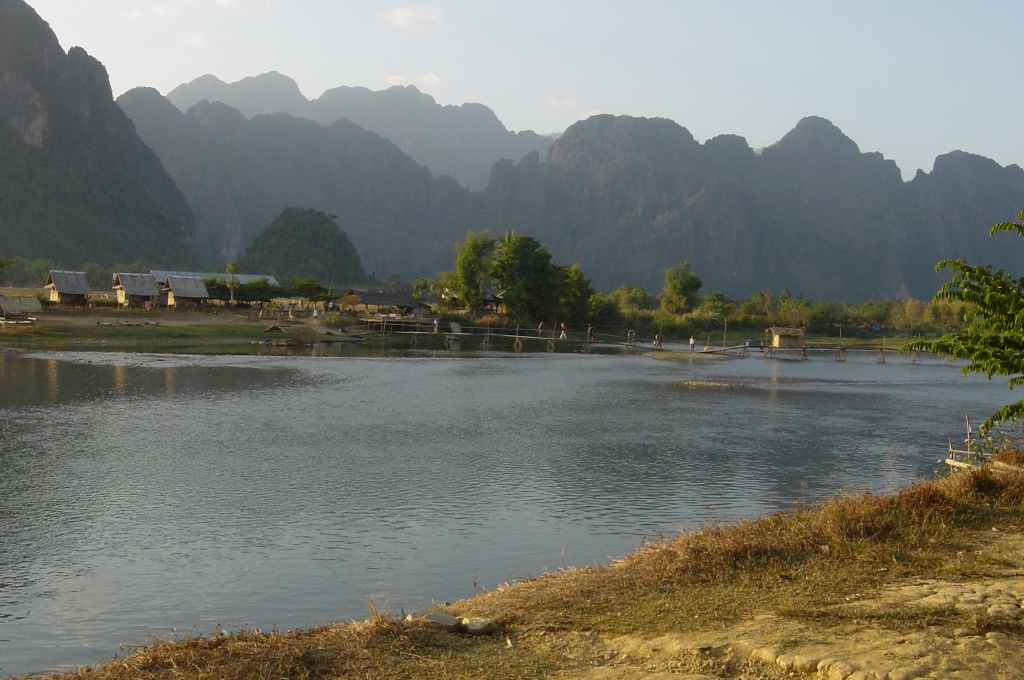 Walking in Vang Vieng : Laos (Dec'04) 16