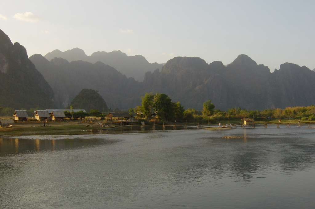 Walking in Vang Vieng : Laos (Dec'04) 18