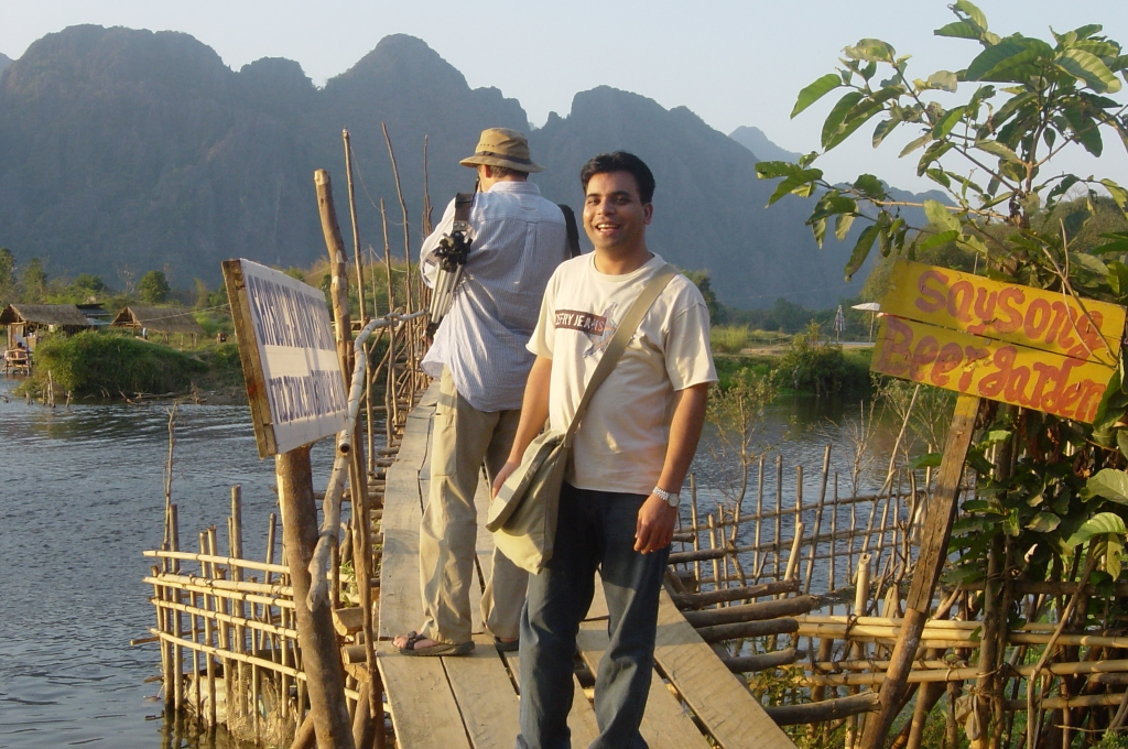 Walking in Vang Vieng : Laos (Dec'04) 22