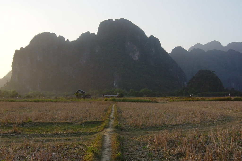 Walking in Vang Vieng : Laos (Dec'04) 21