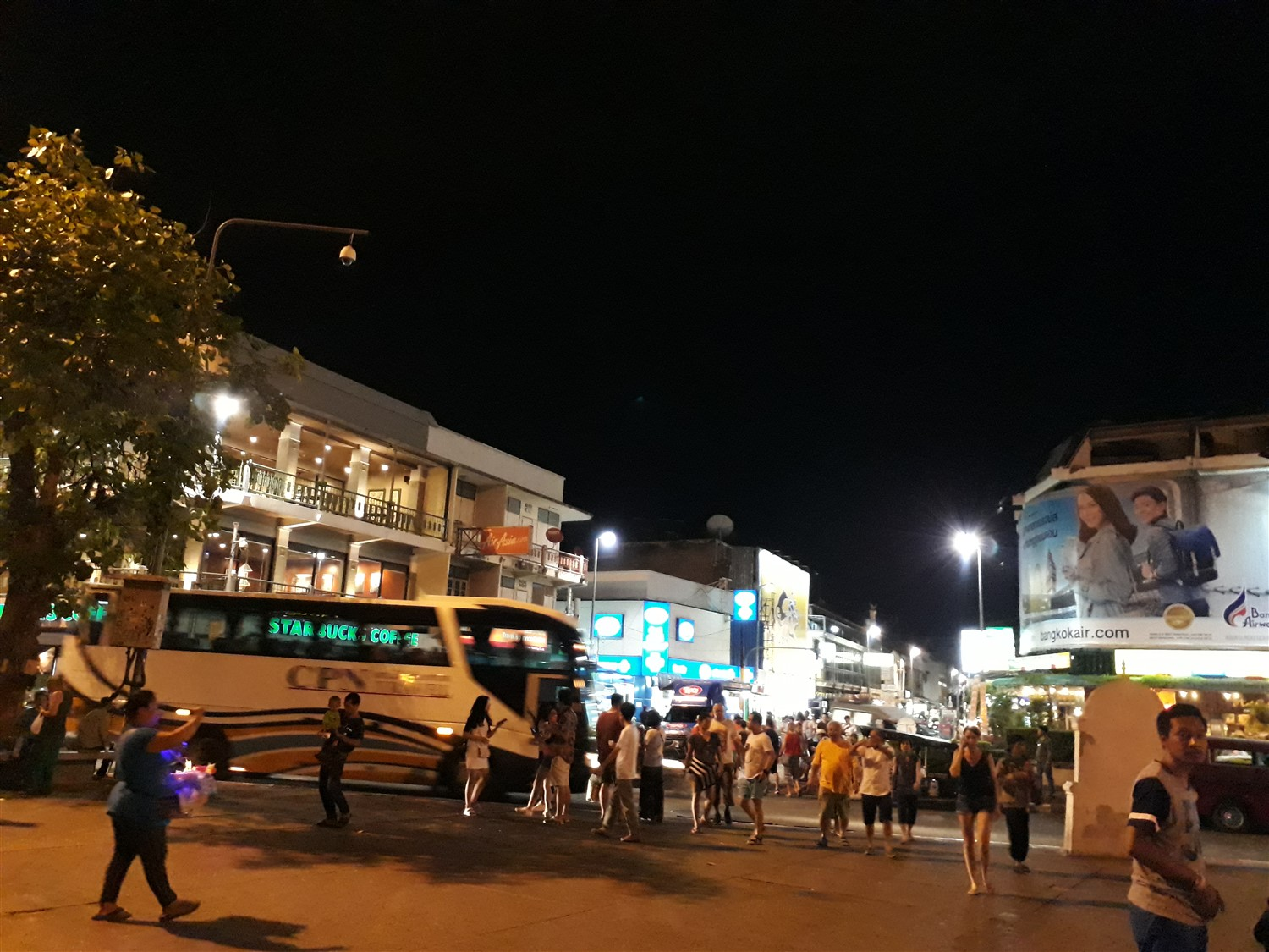 Walking in Chiang Mai City & Night Market : Thailand (Apr'17) 5