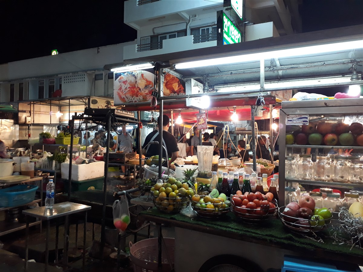 Walking in Hua Hin & Night Market : Thailand (May'17) 9
