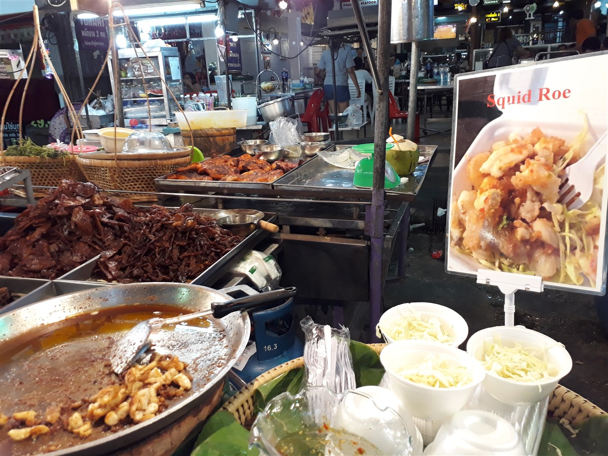 Walking in Hua Hin & Night Market : Thailand (May'17) 13