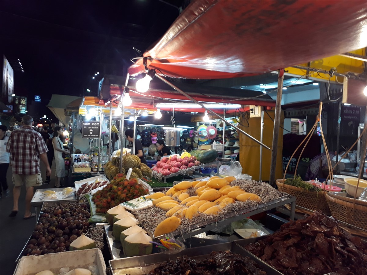 Walking in Hua Hin & Night Market : Thailand (May'17) 15