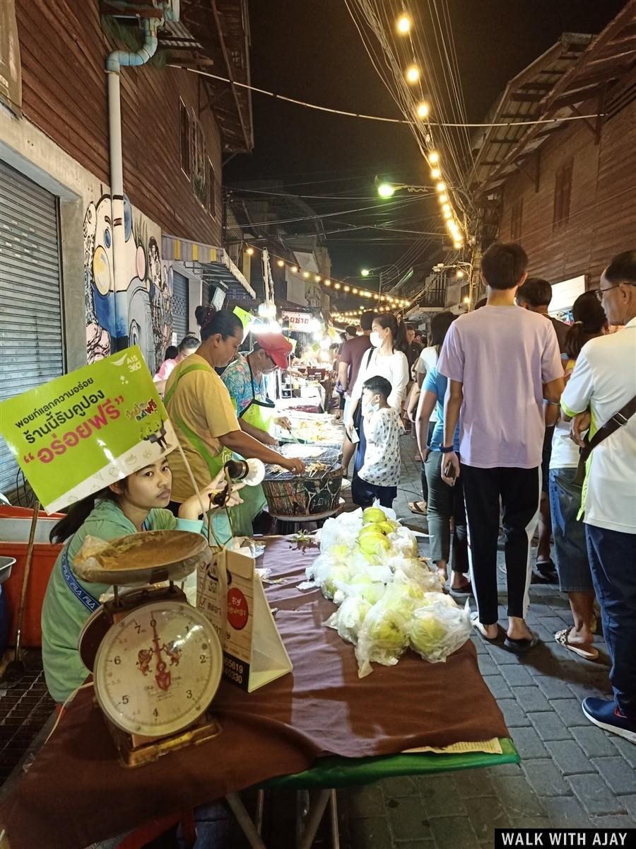 Walk around the old market at night, delight with food and drink in a nice atmosphere.
